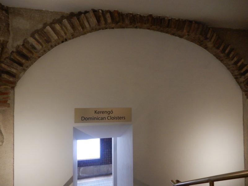 hiltonbudapest-castle arch